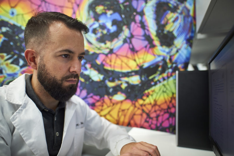 AIN inaugura una exposición de cuadros que unen arte, ciencia y tecnología